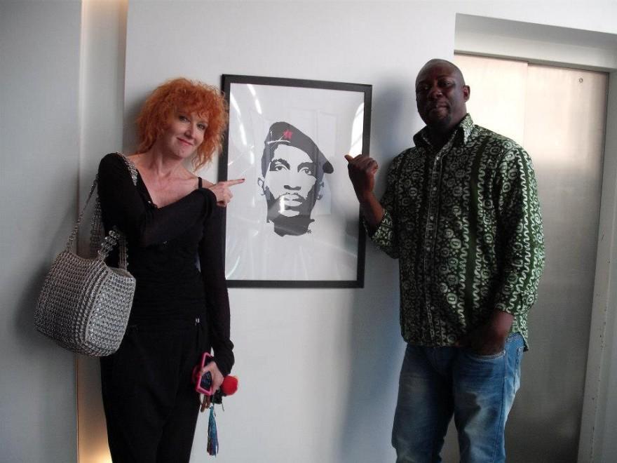 """Fiorella Mannoia indica un ritratto di Thomas Sankara  """"il Che Guevara africano"""""""