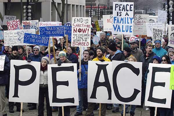 manifestazione-anti-guerra-laviadiuscita
