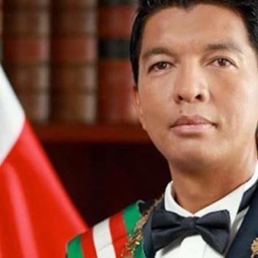 Il presidente del Madagascar Andry Rajoelina: L'OMS MI HA OFFERTO 20 MILIONI DI DOLLARI PER AVVELENARE LA NOSTRA CURA NATURALE CONTRO COVID19