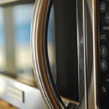 Anni fa la Russia ha studiato gli effetti biologici dei forni a microonde … poi li ha vietati